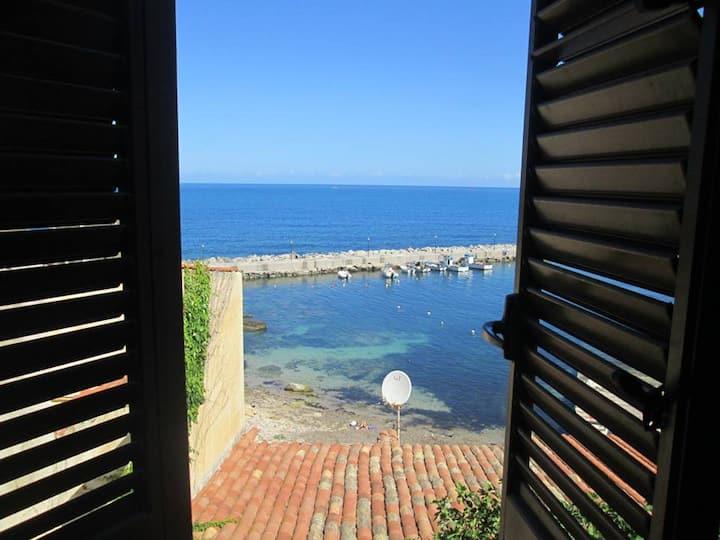 La finestra sul porticciolo