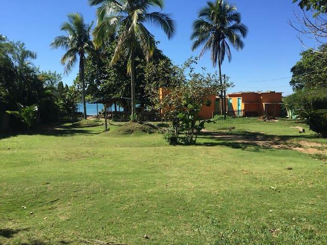 Desfrute do Paraíso na Praia da Fortaleza (2 e 4)