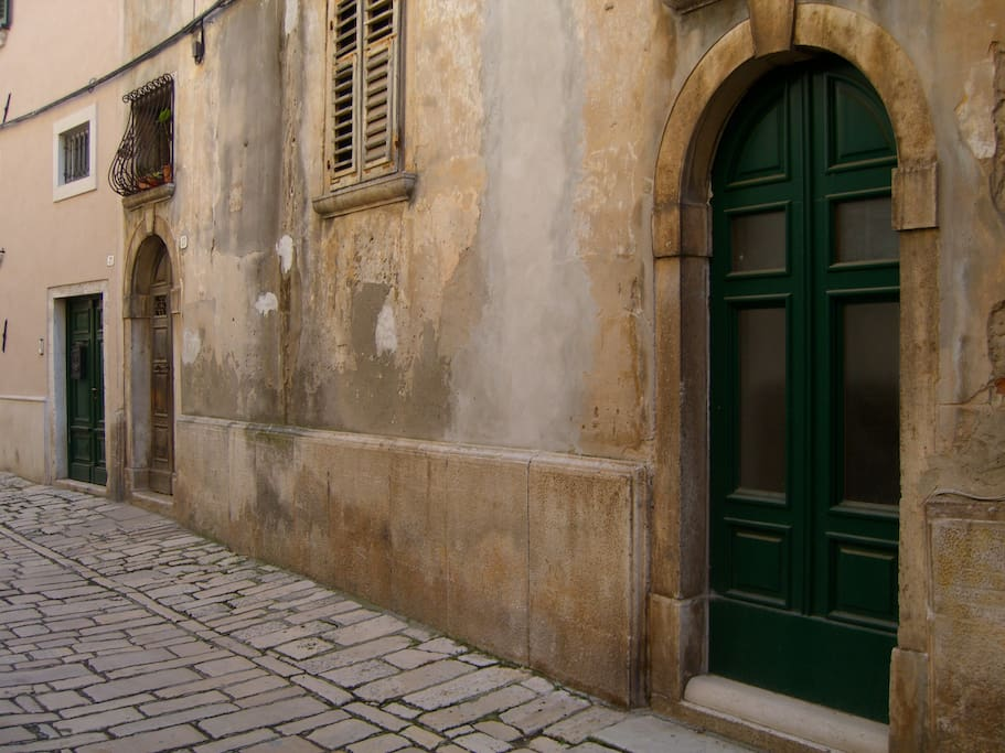 The green door shown is a non-use door for the Studio flat. This picture also shows the traditional, cobblestone streets of Old Town.