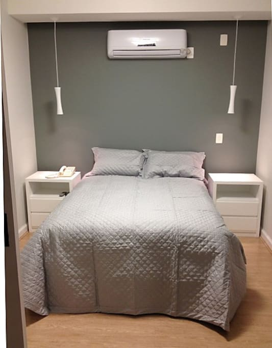Dormitorio com cama de casal