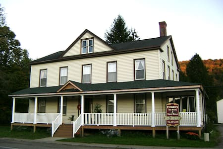 Evergreen Tea Room and Guest House - Queen Suite