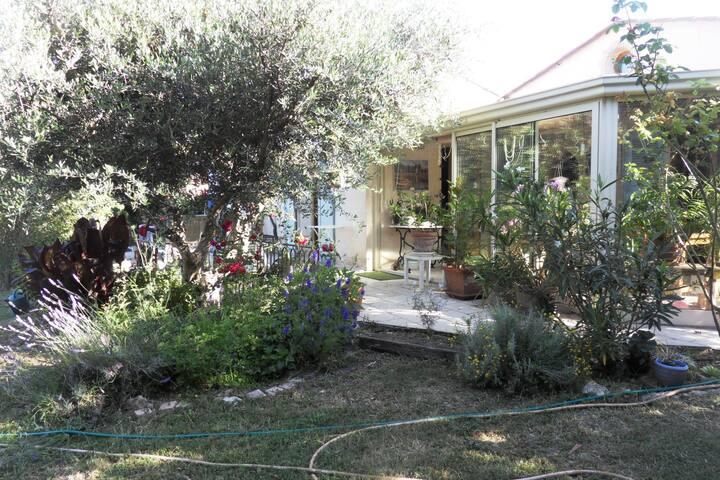 villa quartier  residentiel  jardin piscine privee - Figanières