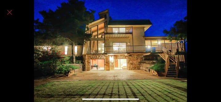 Wichita Mountain Lodge with view (8 bed),Park Like