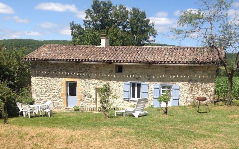 Petite maison au milieu des prés - Sonnac - Huis