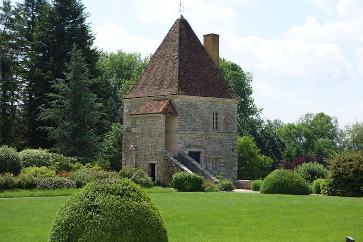 Room in a Castle Tower - Burgondy - Beaumont-la-Ferrière - Bed & Breakfast