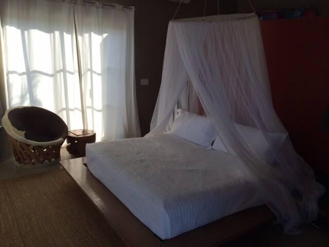 Casa Linda - Master Bedroom (king size bed)