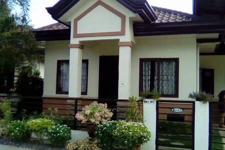 NEW,COZY 3BR close to EVERYTHING! - Davao City - Casa