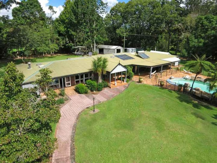 McCarthy Lake House Maleny a Home away from Home