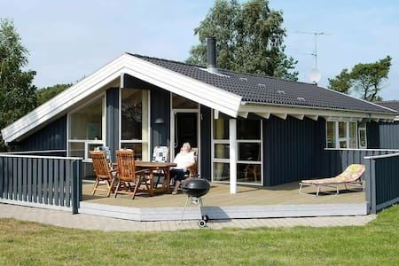 Maison de vacances moderne à Sæby avec sauna