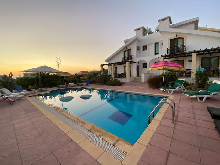 Family Villa w/ Pool&Sea-Mountains views