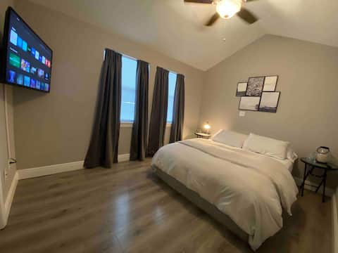 Perfect Duplex w/Kitchen Nothing share. Up to 4