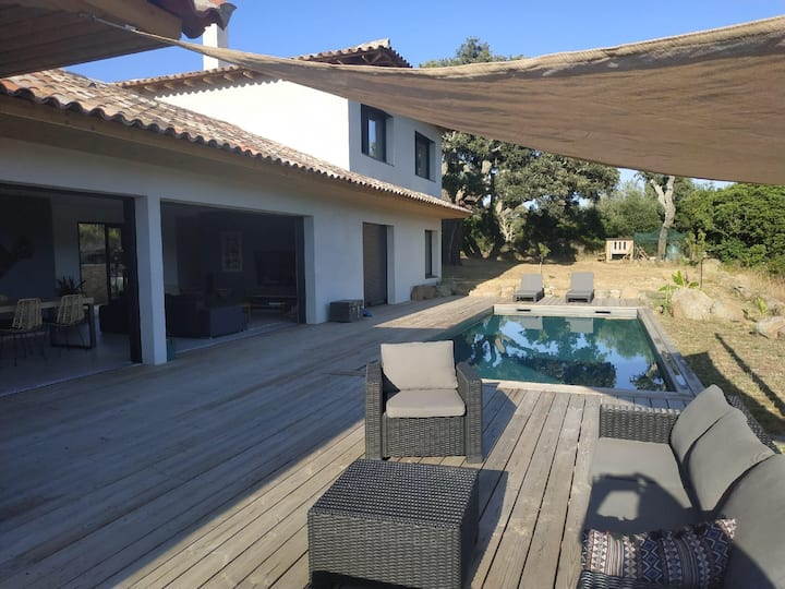 Villa 3 chambres + studio 2 pers avec piscine