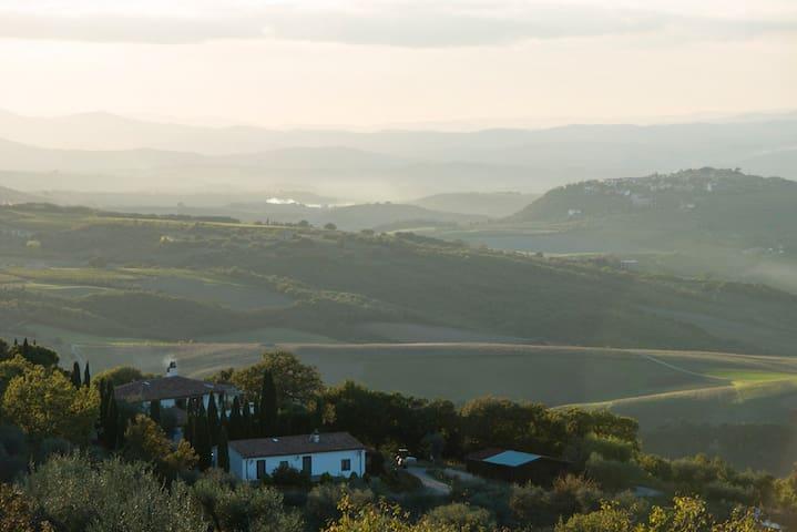 Beautiful villa in Tuscan hills - Seggiano - Villa