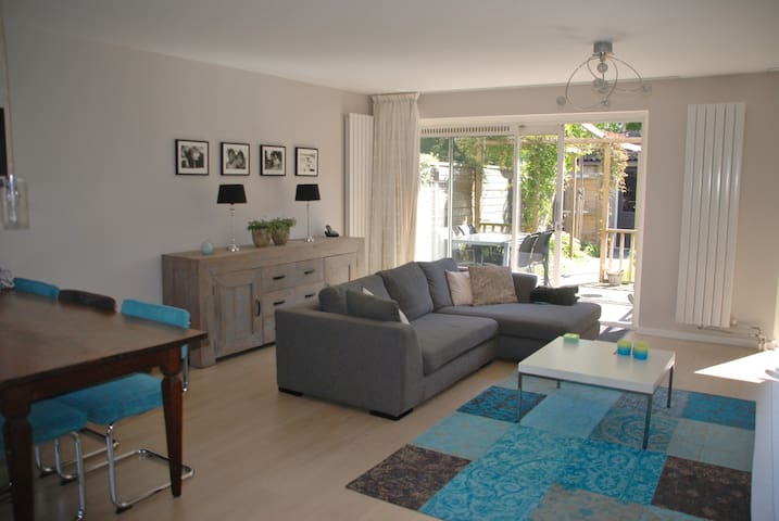 Family house with private parking  - Heemstede - Talo