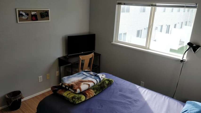 Private room, 13 min drive downtown, 35 min slopes