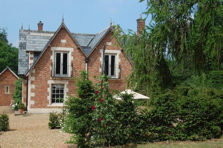 An elegant Victorian Coach House - Lacock, Nr Chippenham