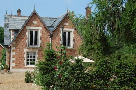 An elegant Victorian Coach House - Lacock, Nr Chippenham - House