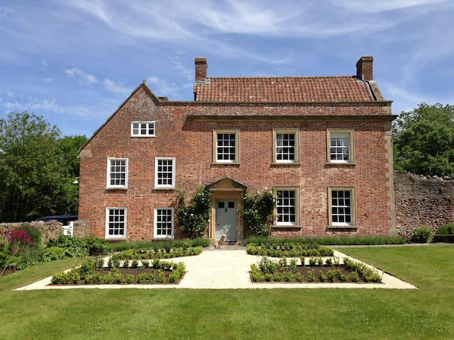 Stylish converted Stables nr Wells - Wells