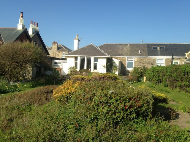 Charming seaside and golfing retreat, Troon - Troon