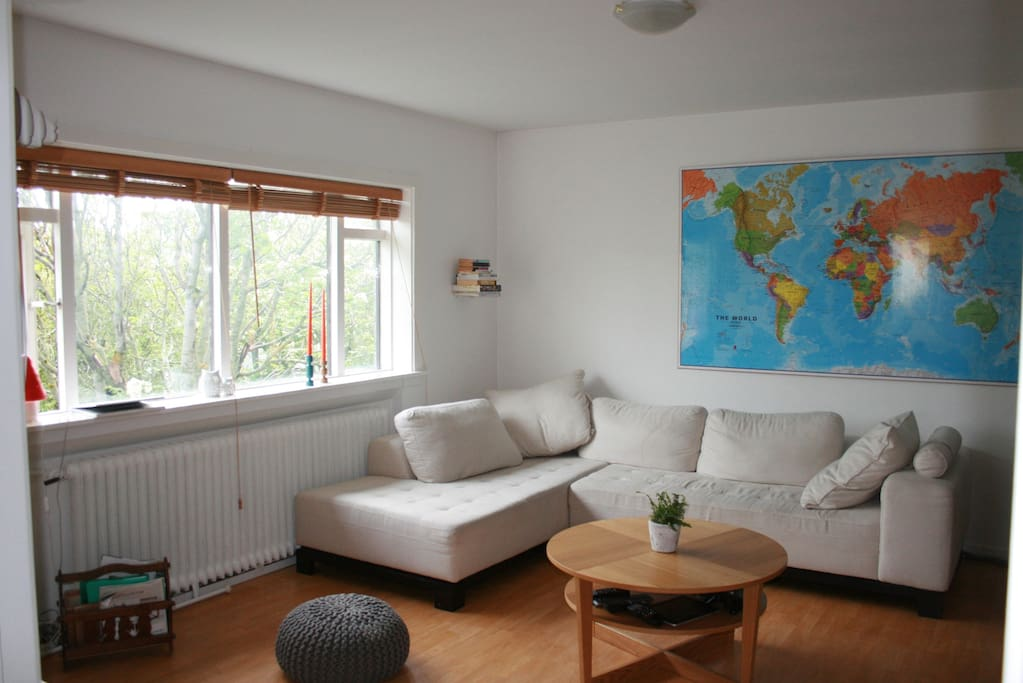 Cosy livingroom that has flatscreen with cable tv
