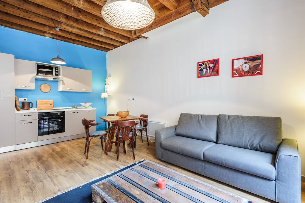 la tour cosy apartment in the old town 4 apartments for rent in lyon rhone alpes france. Black Bedroom Furniture Sets. Home Design Ideas