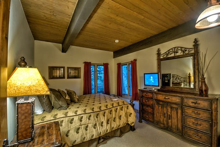 Ptarmigan House 28 - Ski In/Out Location at an AMAZING Price!