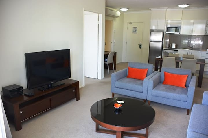 1 Bedroom Apartment (Inc wifi & cpark) - 7+ nights
