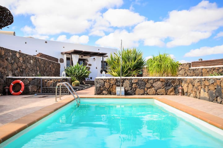 Beautiful Country Villa with Pool, Terrace, Garden & Wi-Fi; Parking Available