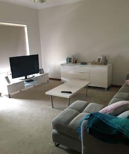 City Fringe 2 bedroom home Mile End - Mile End
