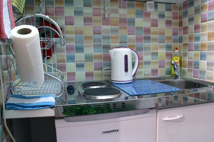 Small but well-equipped kitchen...