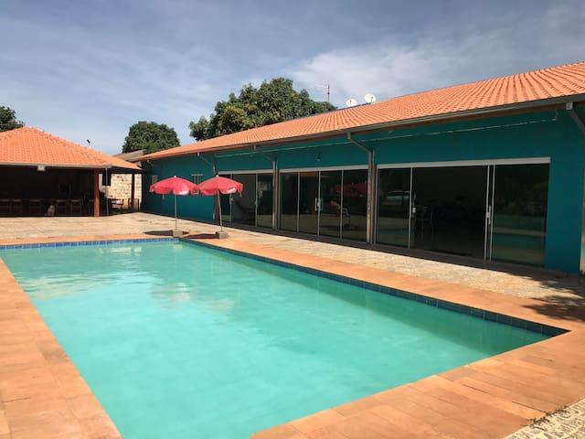Linda Chácara com lago de pesca e piscina