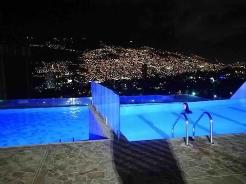 Disfruta maravillosa vista en acogedor penthouse.
