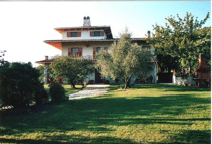 IMMERSO NEL VERDE E NELLE QUIETE - Ponzano Superiore - Bed & Breakfast