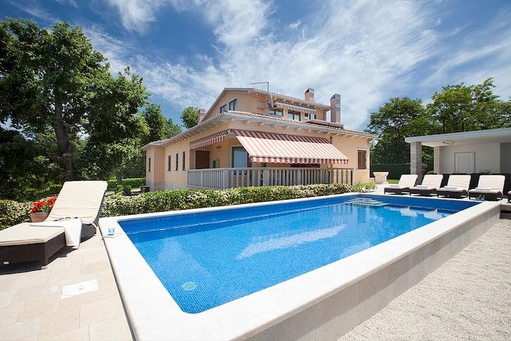 Unique villa with beautiful pool