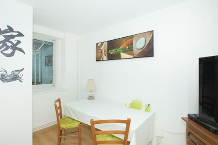 Great zen room in downtown - Nancy - Apartment