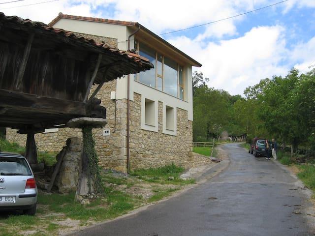 Casa de piedra Vista Picos Europa   - Argandenes, Piloña