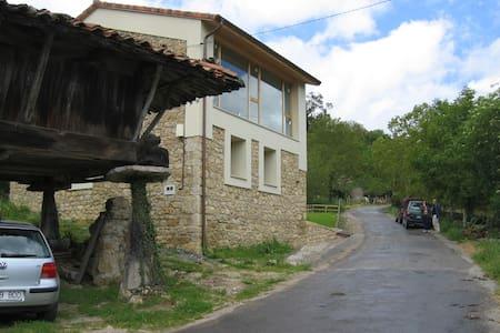Casa de piedra Vista Picos Europa   - Argandenes, Piloña - Huis