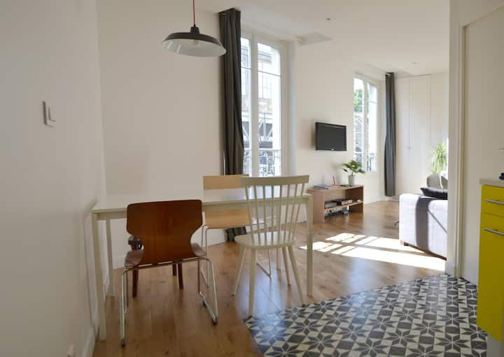 CHARMING FLAT IN CANAL SAINT-MARTIN