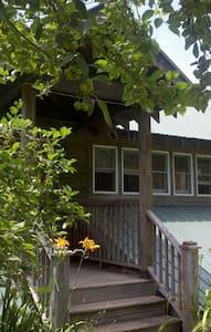Bluebird's Barn - Banner Elk - Muu