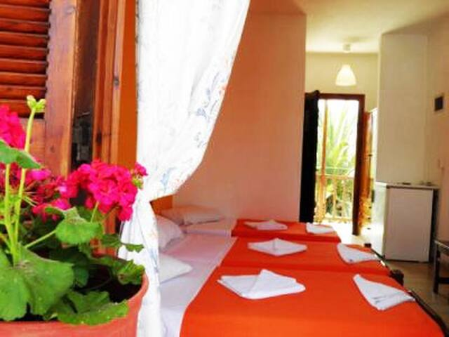 Rooms to let at Skiathos Island GR