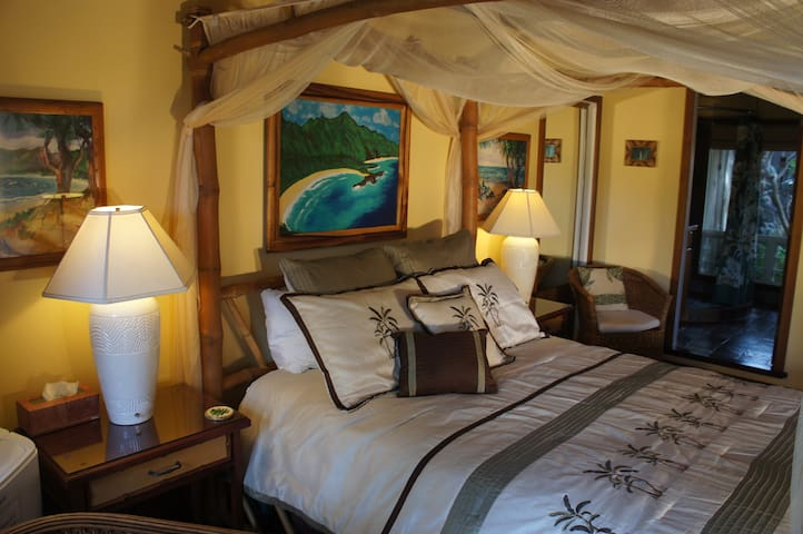 Kauai Cove Cottage in Poipu Beach - Koloa - Bed & Breakfast
