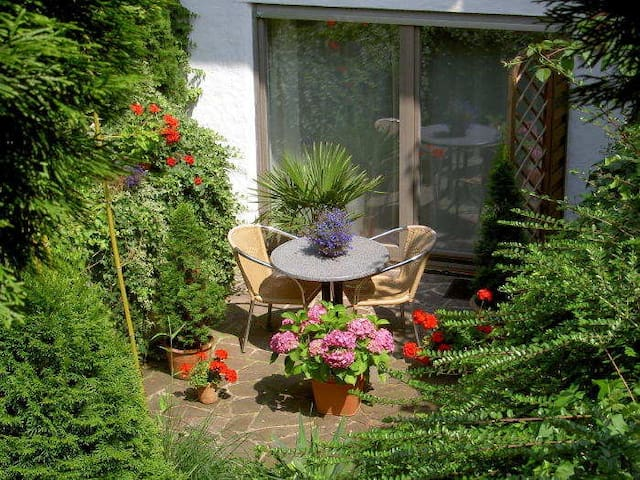 Terrasse vor den Apartments