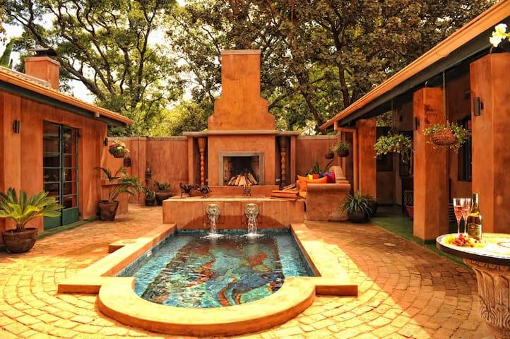Pevensey Studio, Artistic Colourful and Funky - Harare - Apartamento