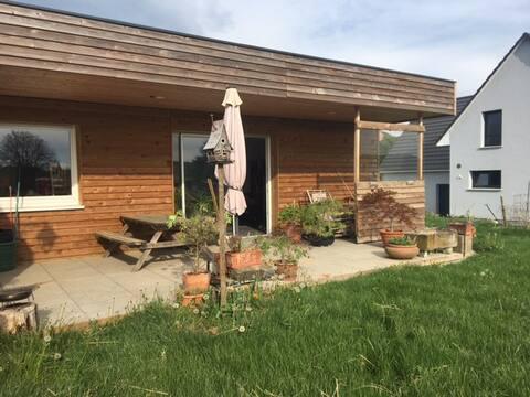 Yhden hengen talo terassilla lähellä Baselia