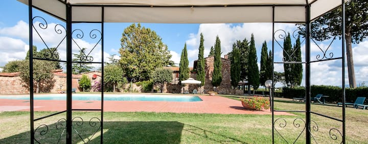 11 apartments with shared pool, countryside +sea