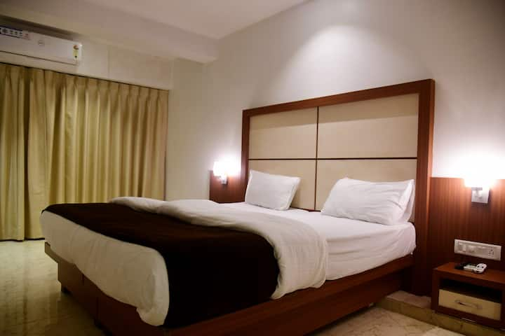 Deluxe room in Dahanu