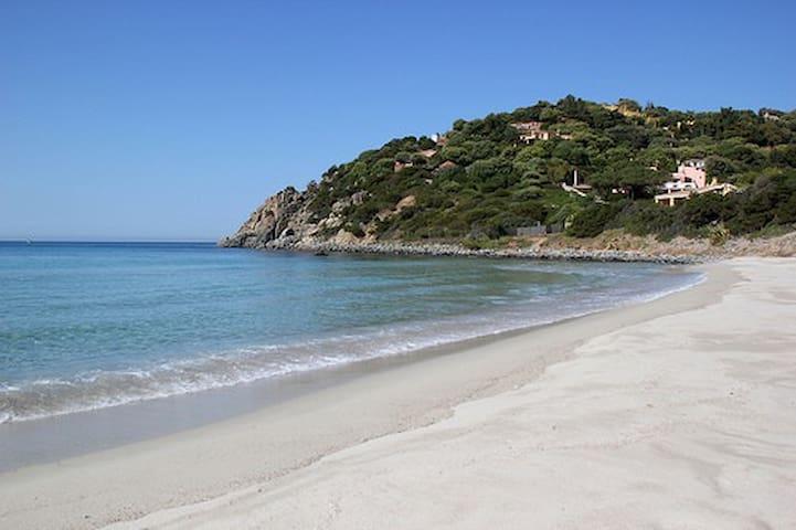 Villa Renata un jet de pierre de la mer.
