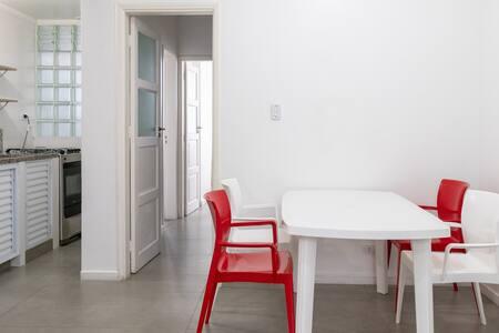 Apartamento completo, arejado, limpo e com Wi-Fi