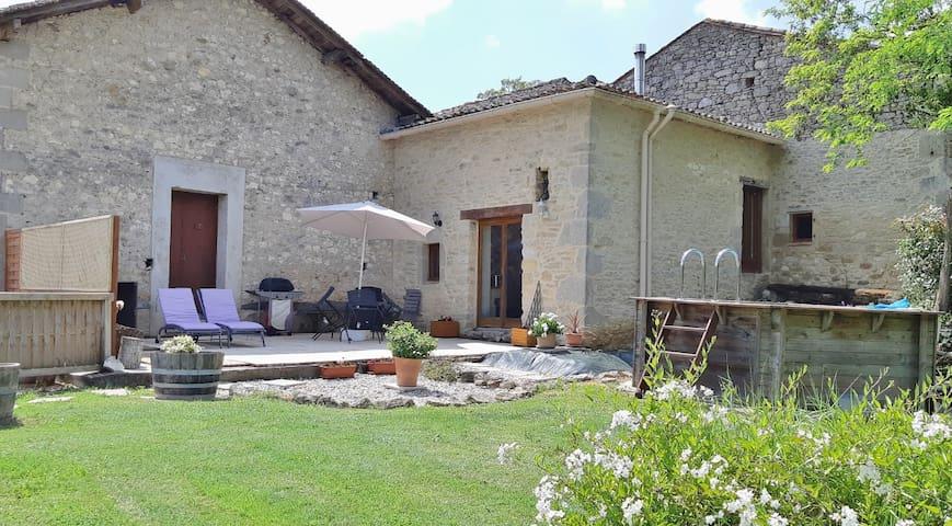 Tasteful Stone Cottage on Vineyard