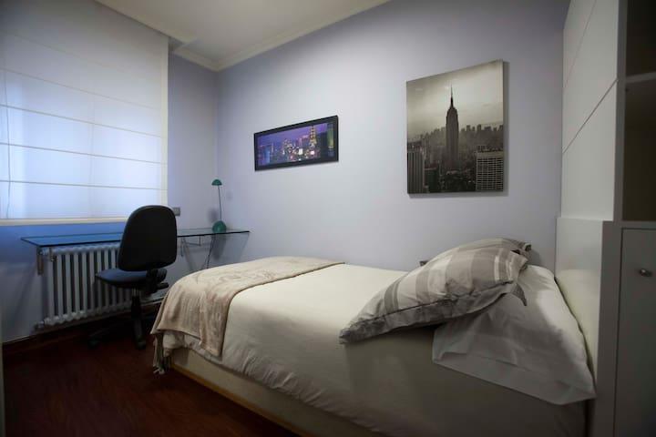 Habitación individual con cama de 105 x200.